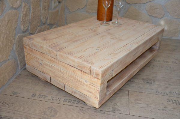 Beistelltisch aus Massivholz